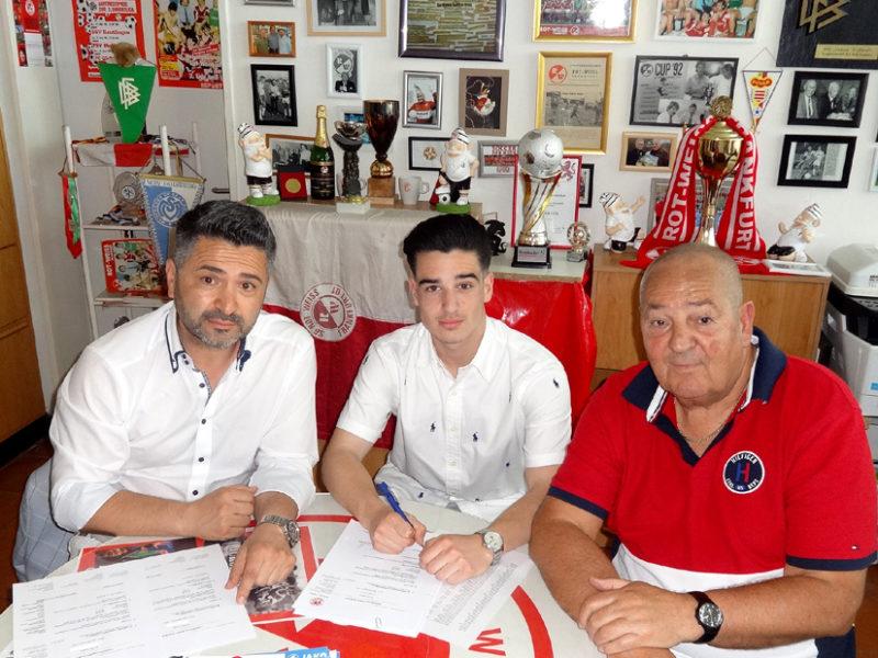 Kubilay trägt seit 12 Jahren das Rot-Weiss Frankfurt Logo