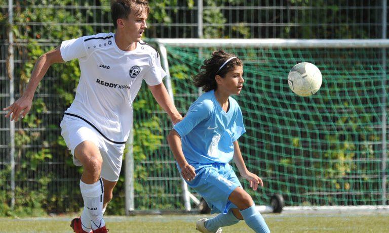 Starke U-16 der SG Rot-Weiß Frankfurt gewinnt Saisonauftakt gegen Makkabi